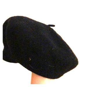 Black pea hat